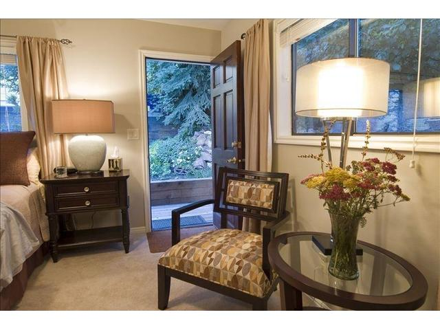 Sitting area in the large king guest room