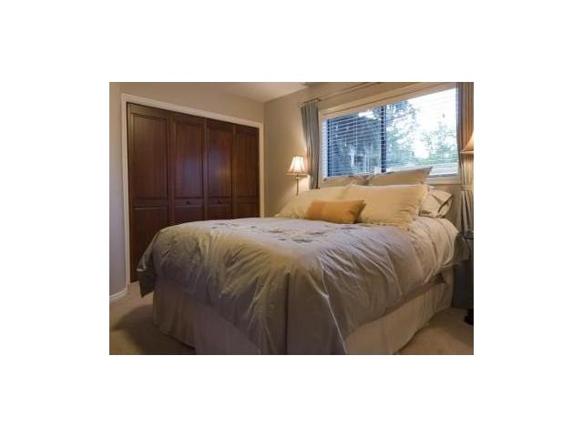 Queen guest room with quality linens and mattress