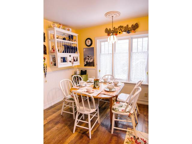 Kelly's Place has a charming eat-in kitchen