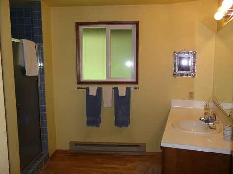2nd Floor Common Bath