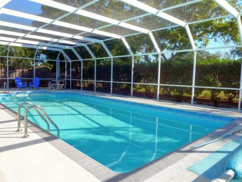 Charming Pool Home close to the Beaches - Huge Pool