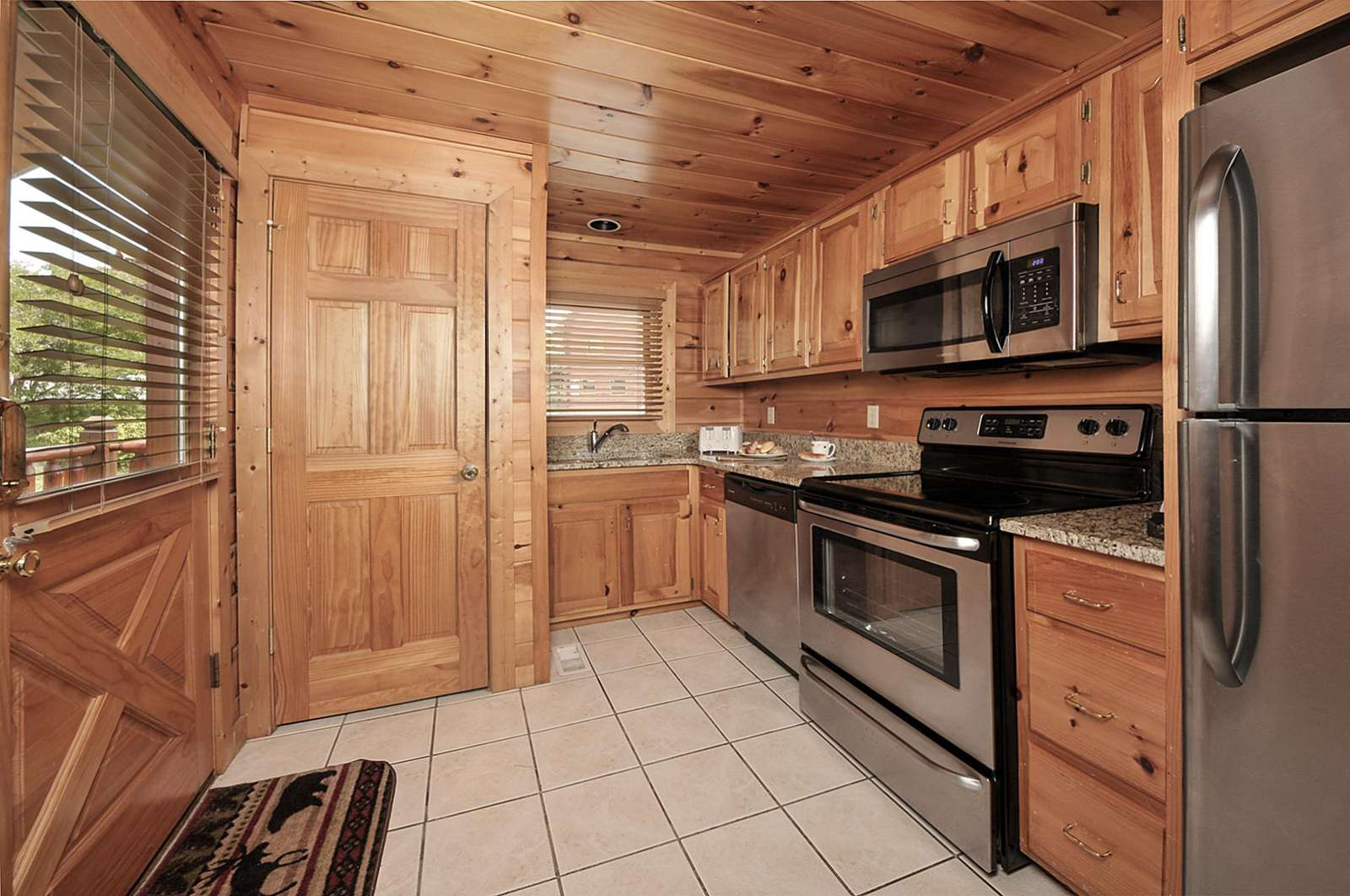 Fully Stocked Kitchen with Washer/Dryer Unit
