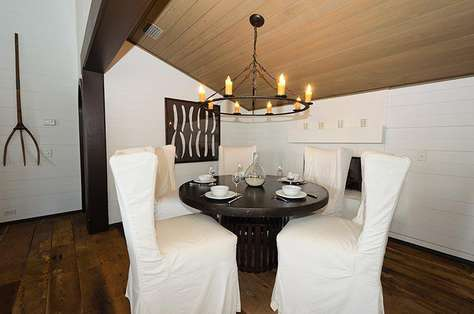 Cozy dining inglenook with seating for 5