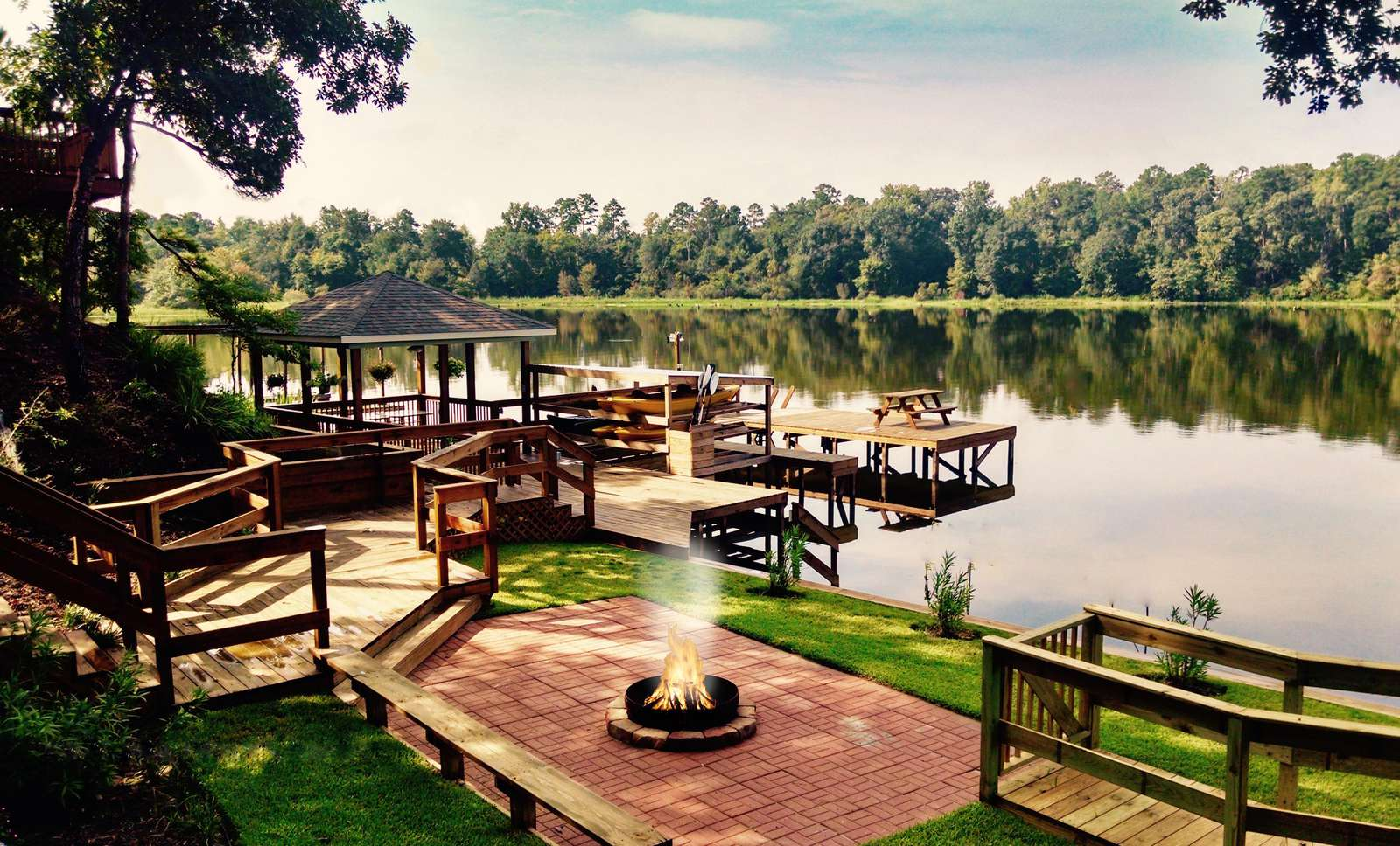 Pats Place: looking at the fire pit to the kayak house, covered seating area , fish cleaning station and on into the picturesque cove.