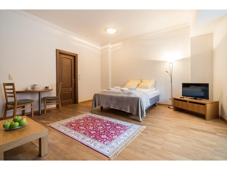 Cosy Studio Apartment on Town Hall Square