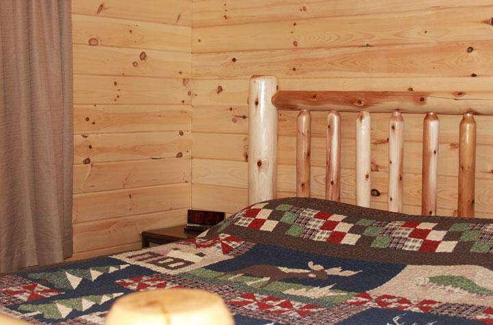 Sedond Bedroom with 1 queen bed