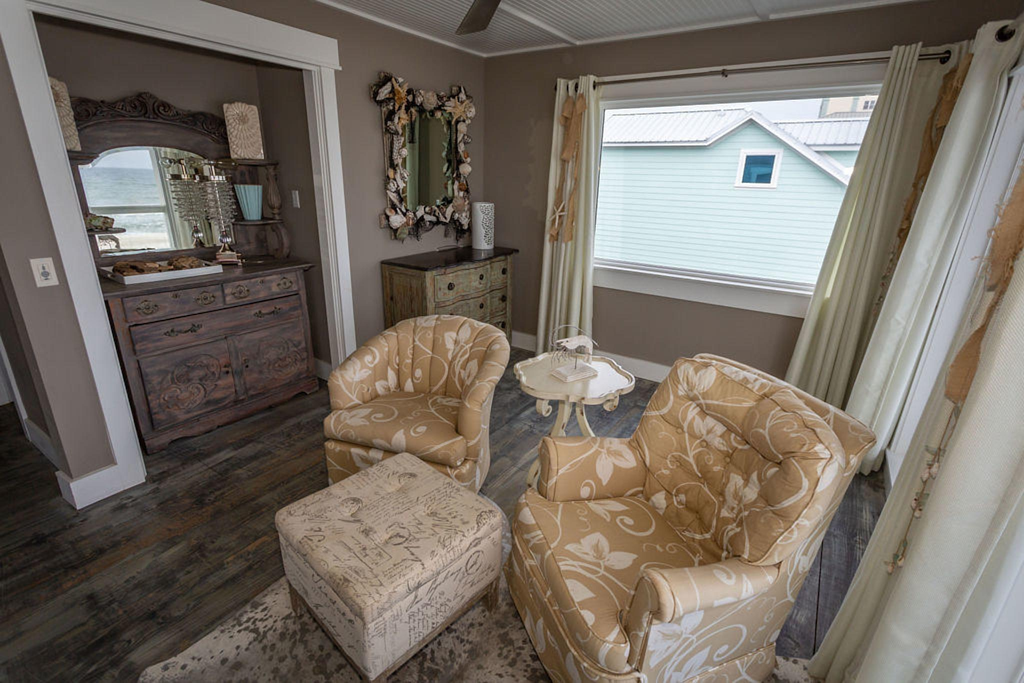 Private seating area on master suite #3