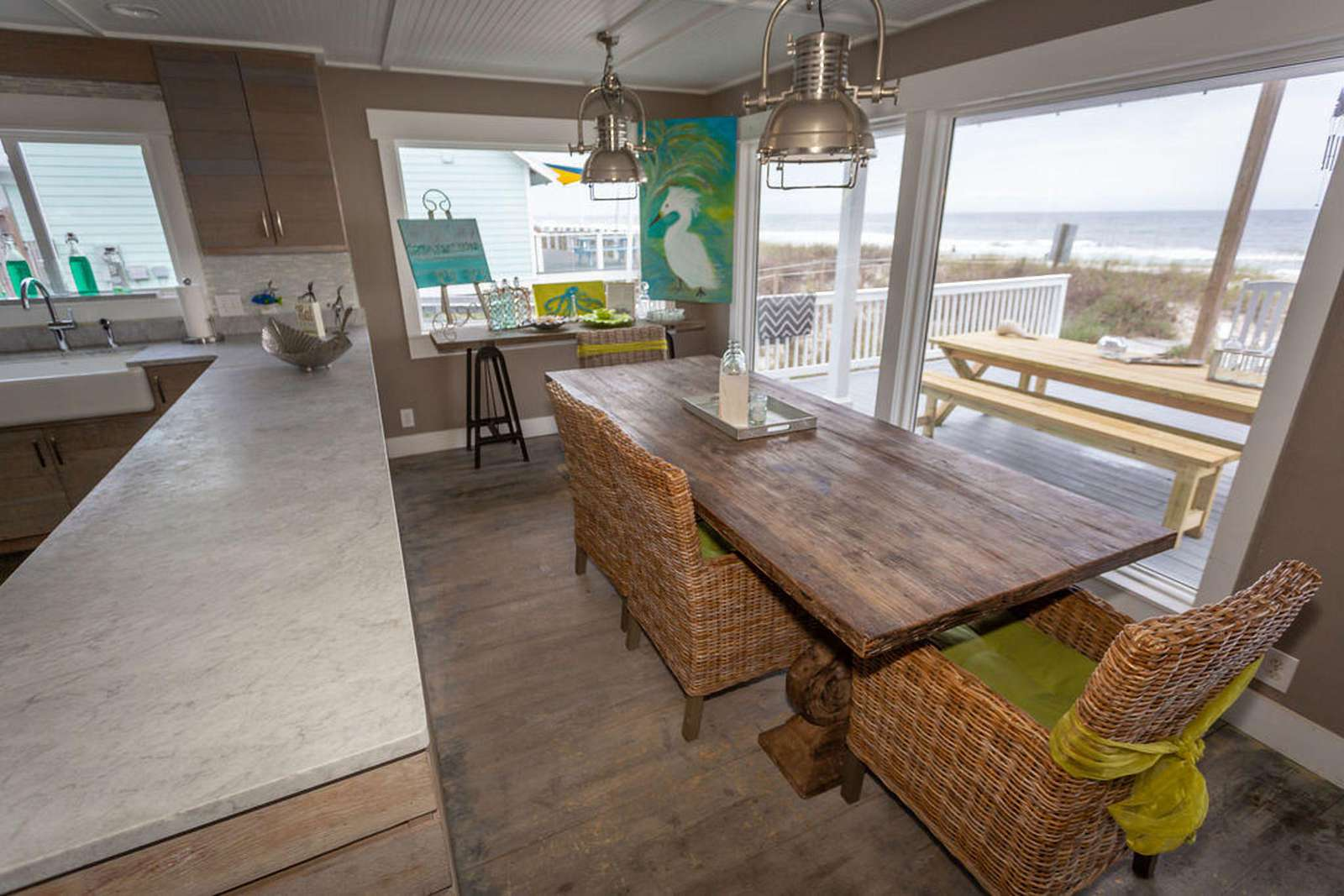 Kitchen bar overlooking the ocean