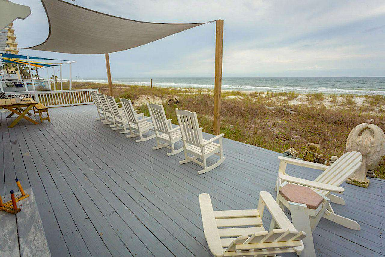 Back deck holds 6 large wedding tables for wedding receptions