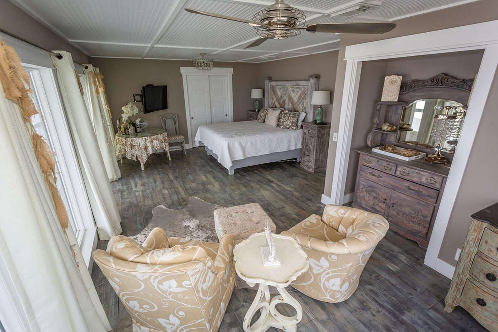 Bedroom #3 - private suite overlooking the ocean