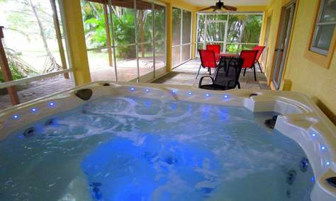 Large Whirlpool - Hot-Tub for 4 Parties