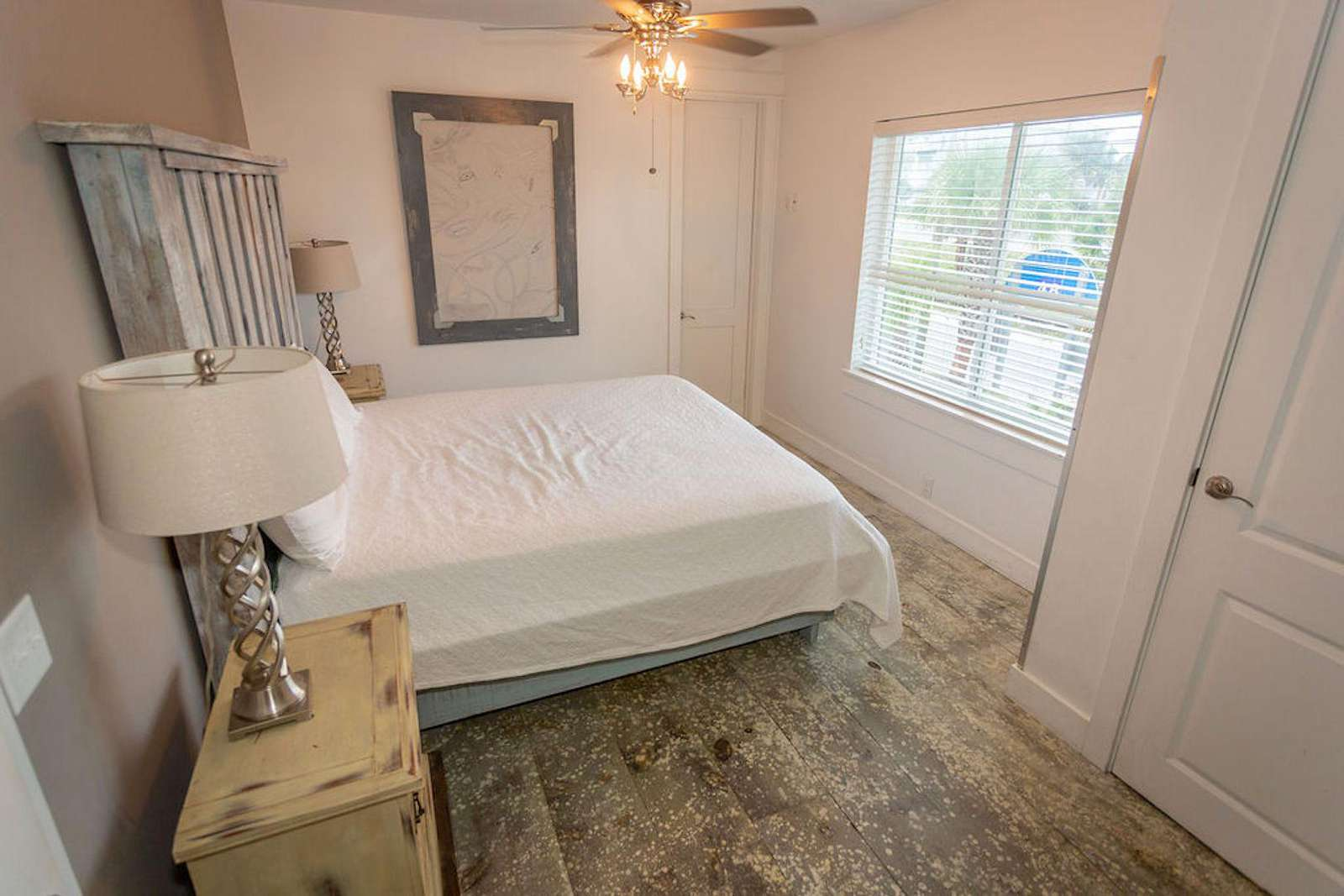 Br # 6 king bed with set of bunks  --sleeps 4