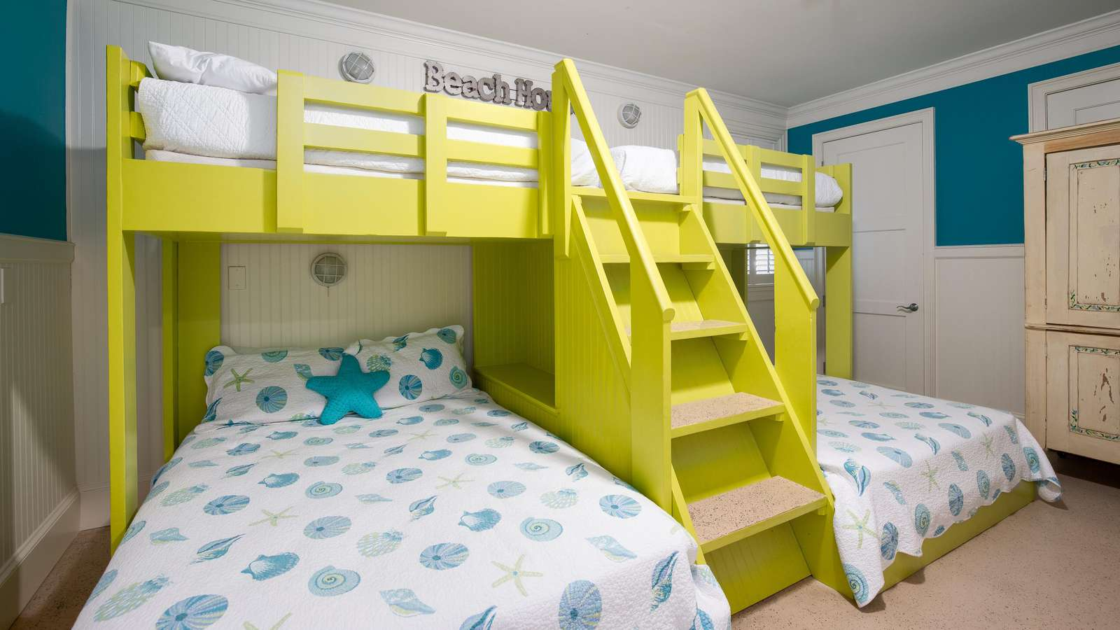 Your children will thrill at the custom built bunk room!  With a flat screen tv and room for 6 to sleep, its perfect for the kids!