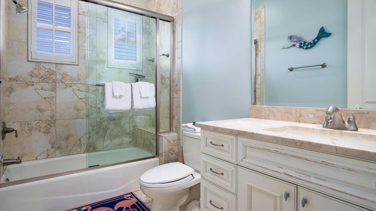 The en-suite bathroom of the 2nd bedroom (3rd floor)