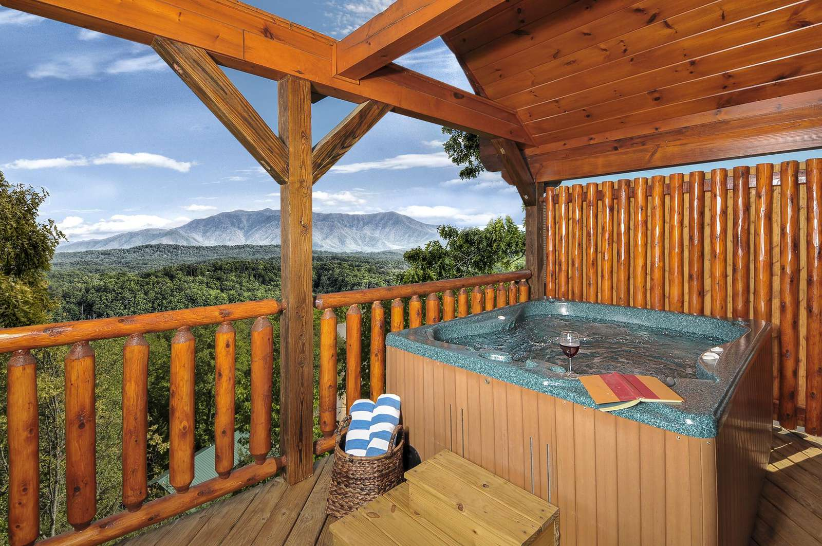 Hot Tub overlooking Amazing Mountain Views