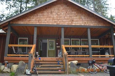 Black Bear Lodge - Wifi, Firepit, Pool Table!