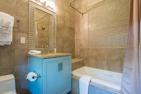 1st Floor Full Bath Adjoining Queen Bedroom - Tub/Shower Combination