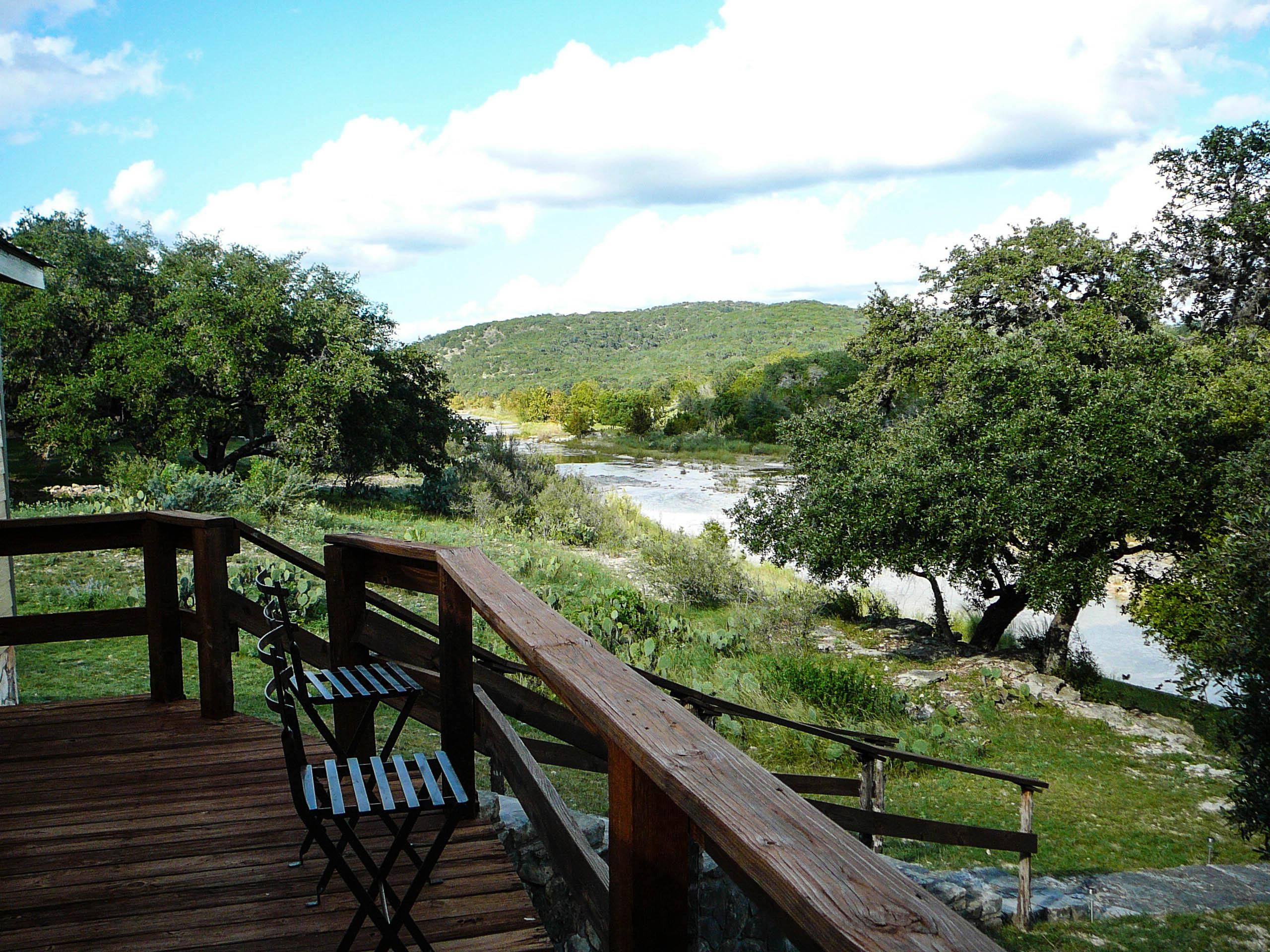 axels rental river hideaway cabins highlight rent axel concan img frio for vacation s