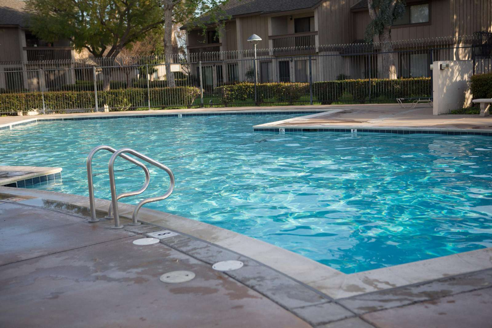 2 Big Pools... a shallow Kid-Pool too