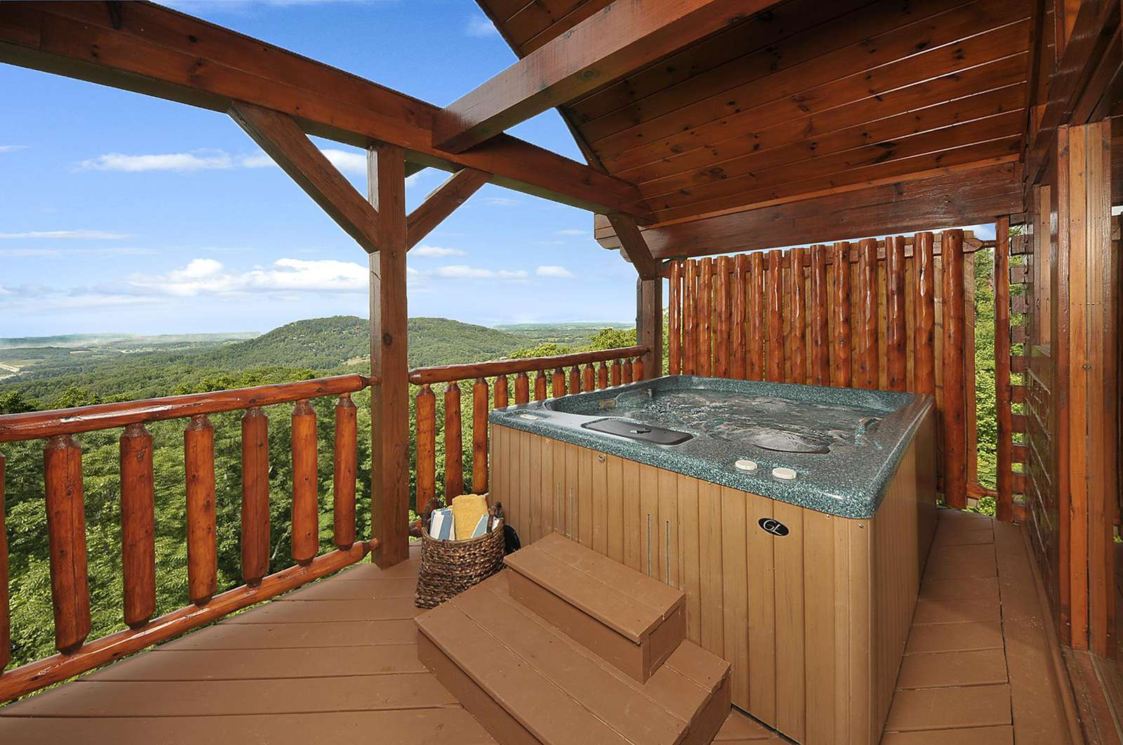 Hot Tub overlooking City & Mountain Views