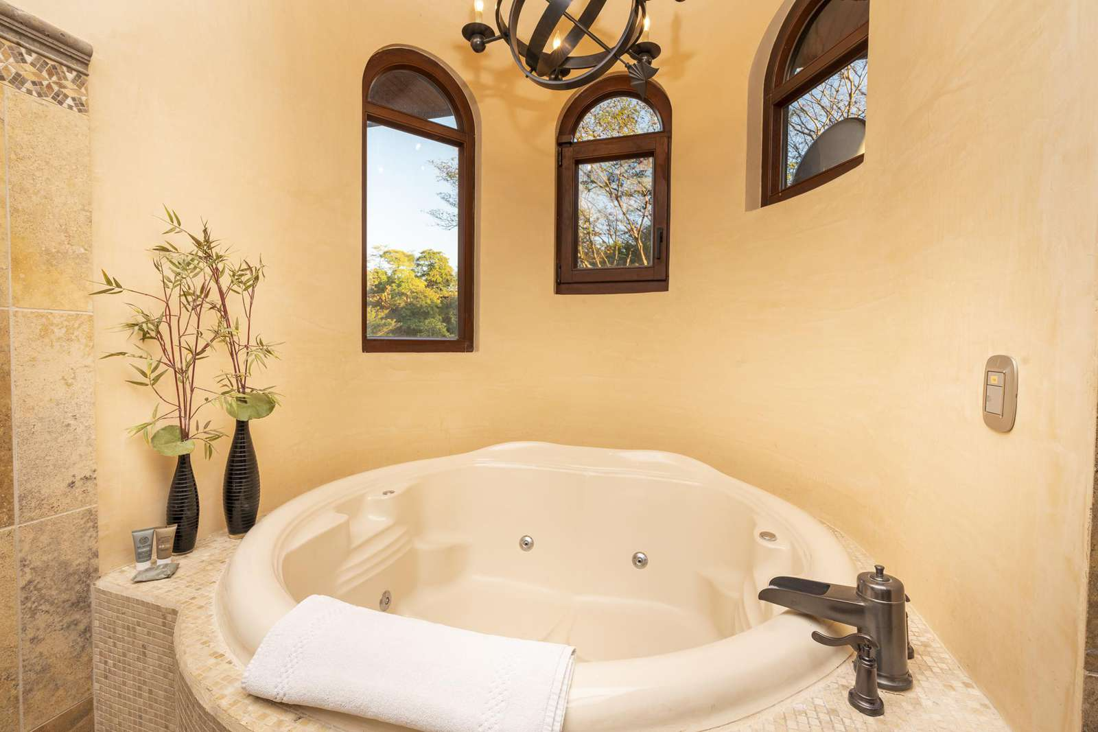 Oversized jacuzzi tub in the 2nd master bathroom