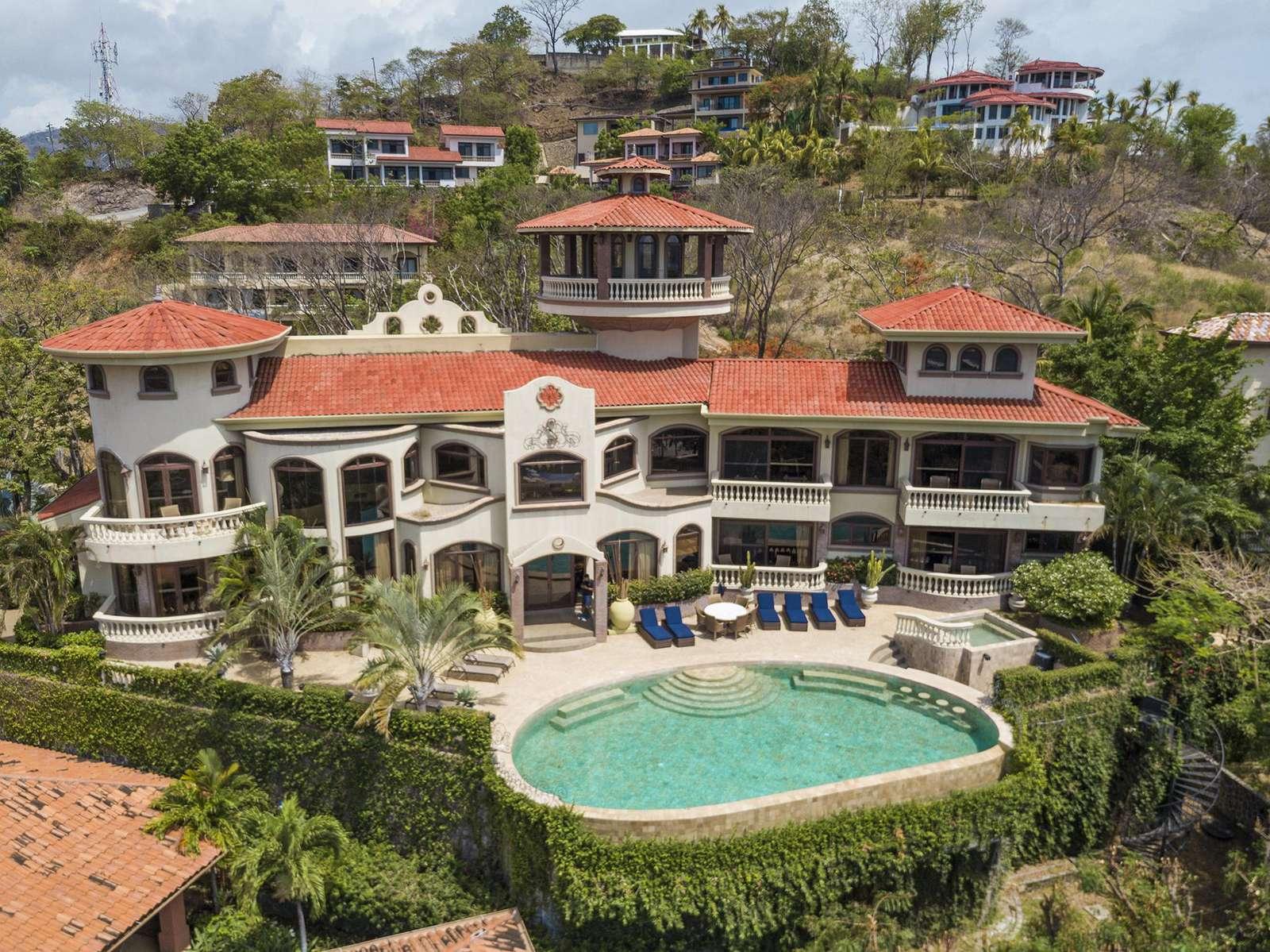 Casa de los Congos, an awe inspiring ocean view luxury estate in Flamingo Beach