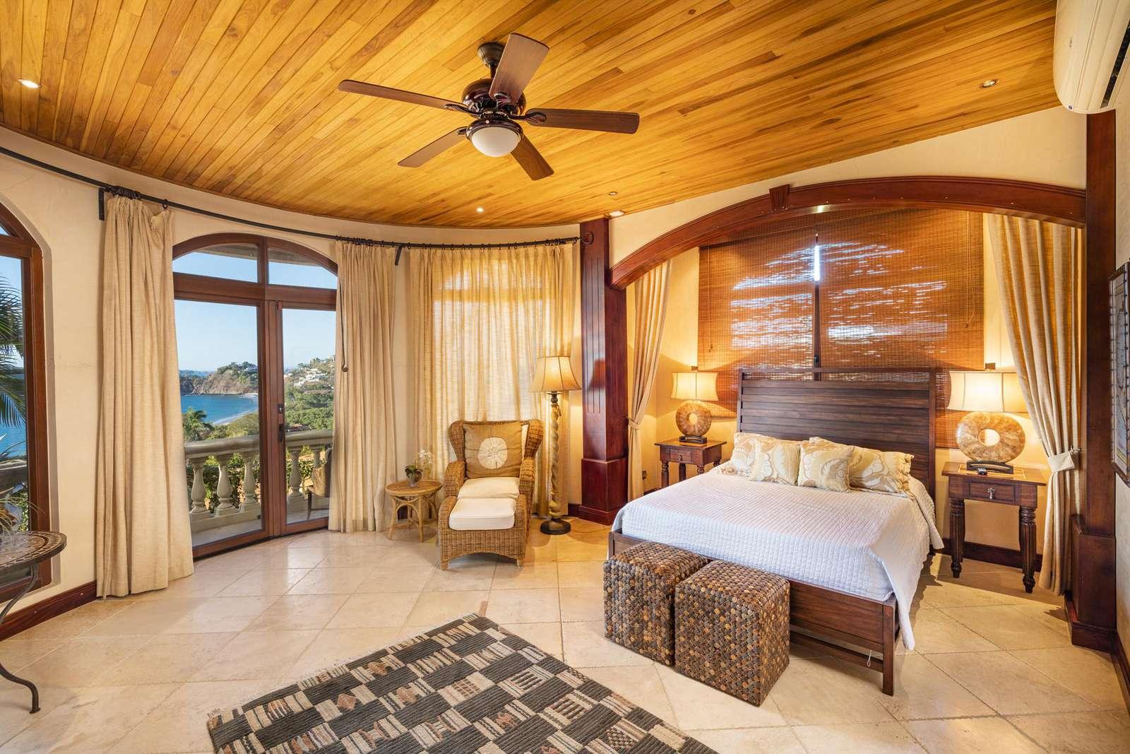Guest bedroom, queen bed, main level, private bathroom