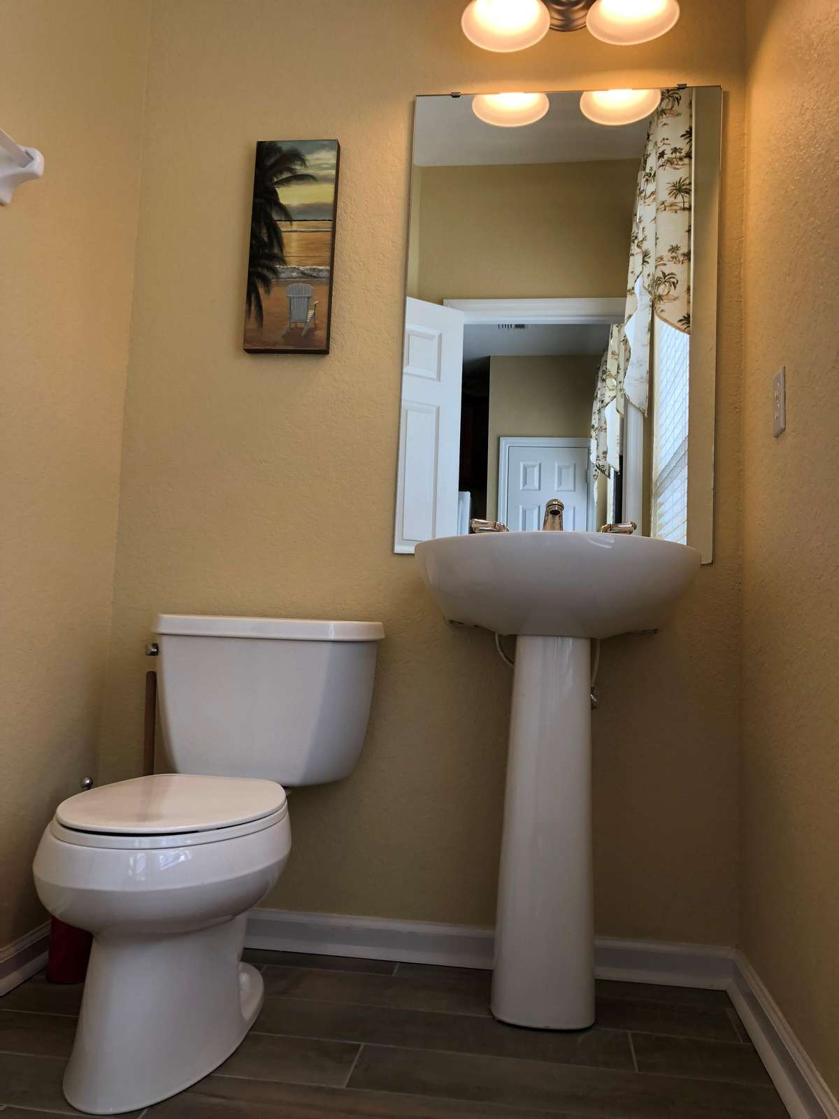 Half bathroom in second floor