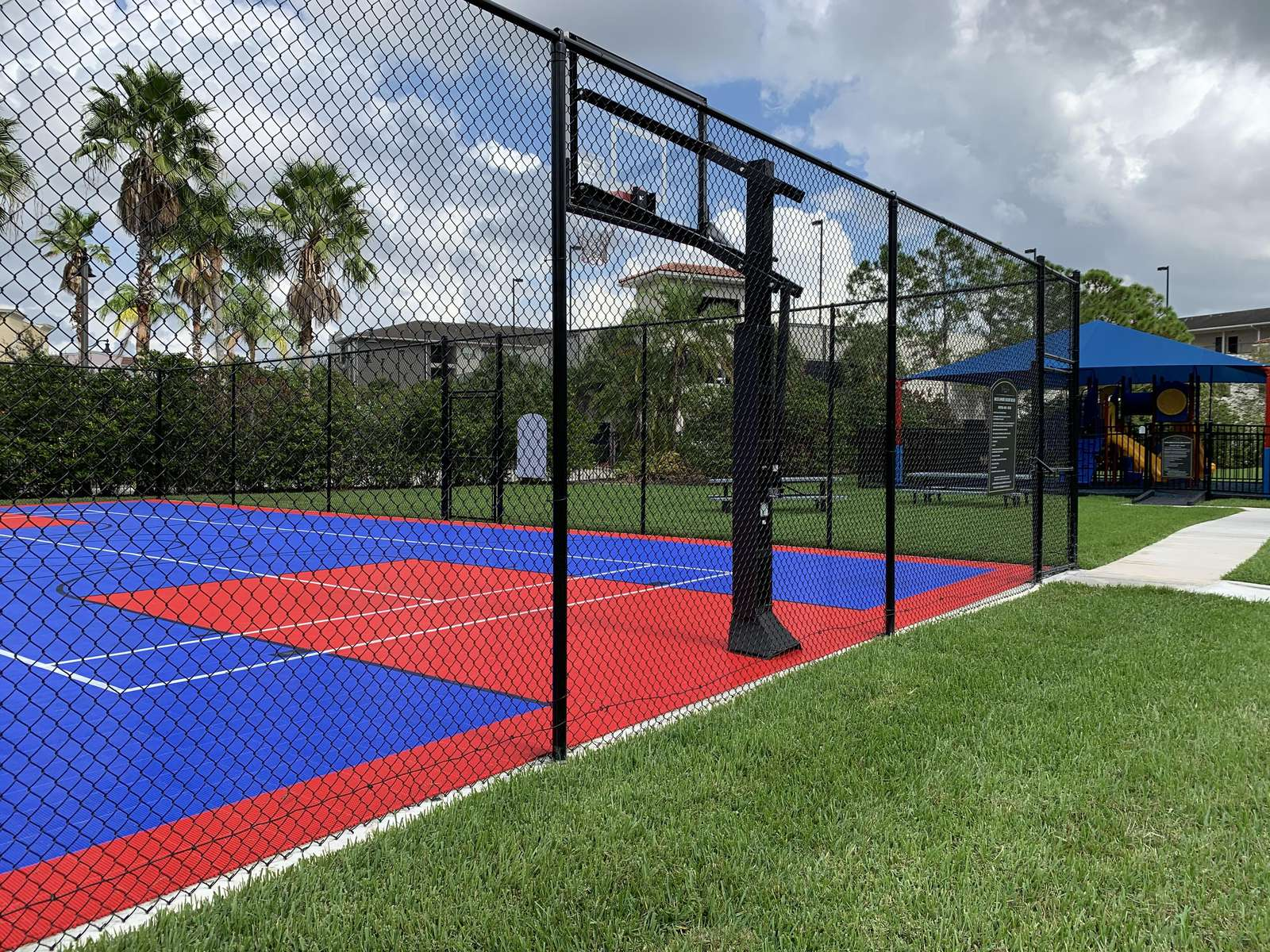 Vista Cay sports court