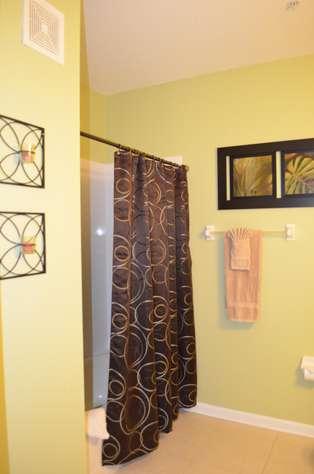 Second bathroom shower/tub combination