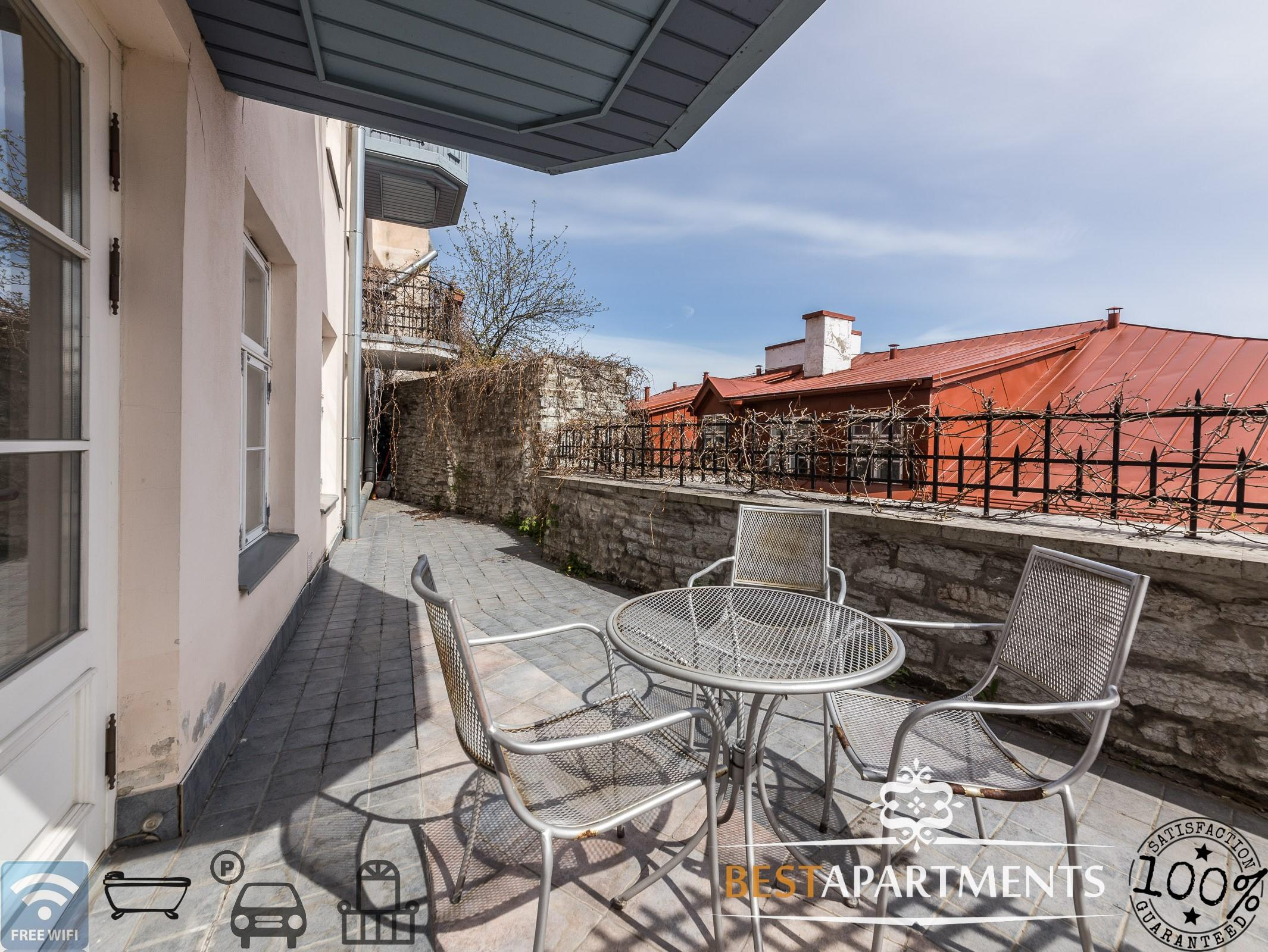 luxus apartment mit parkm glichkeit und terrasse best apartments. Black Bedroom Furniture Sets. Home Design Ideas