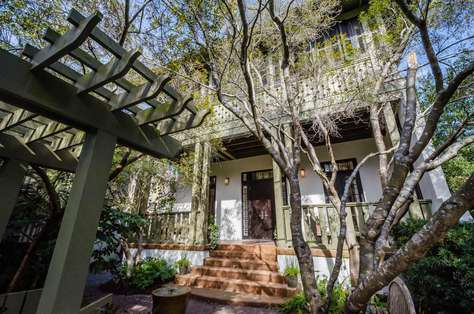 Dragonfly Cottage: Fabulous Rosemary Beach home nestled amongst the trees. South of 30A!
