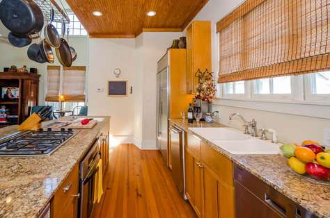 Kitchen - Granite countertops, stainless appliances, large pantry