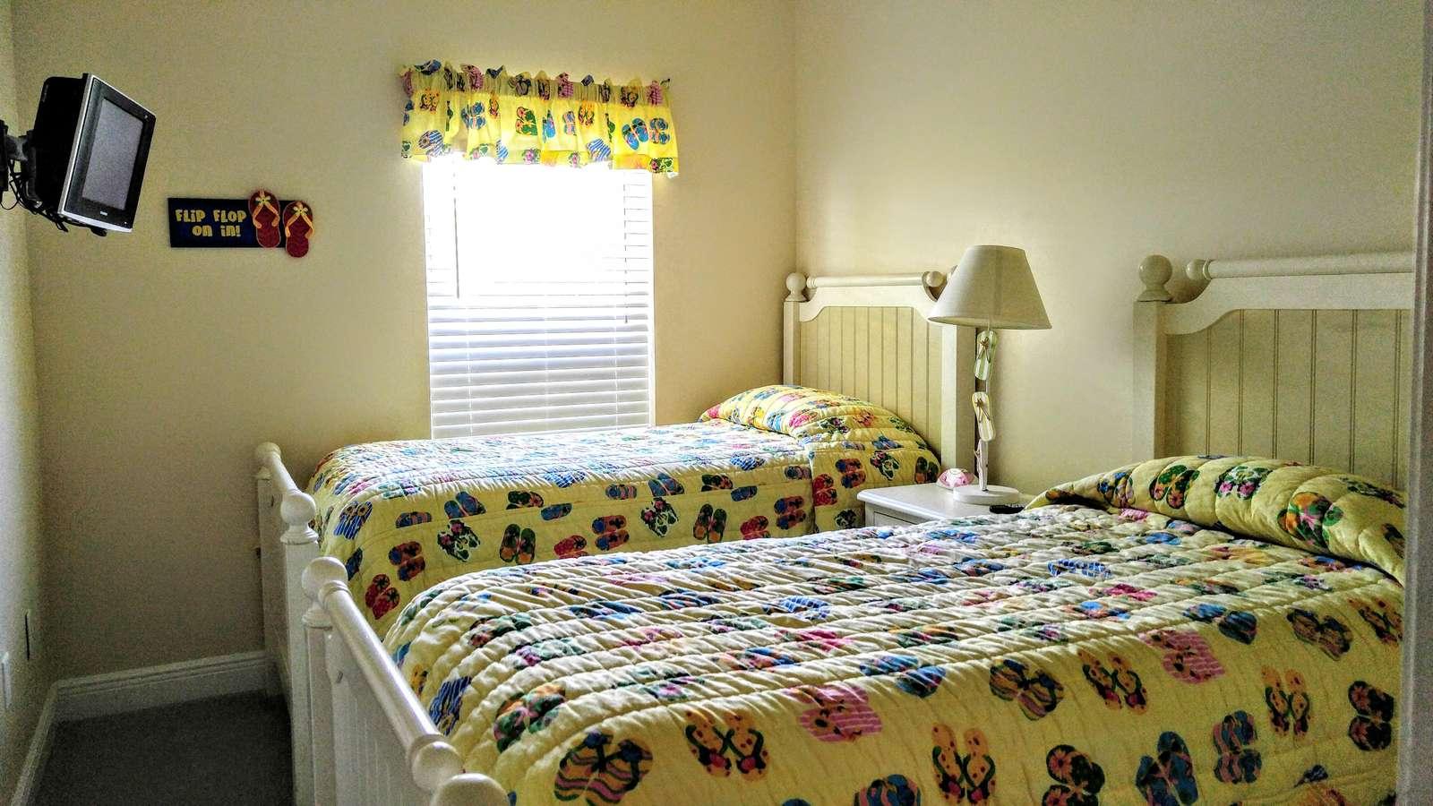 girls room (twin beds)
