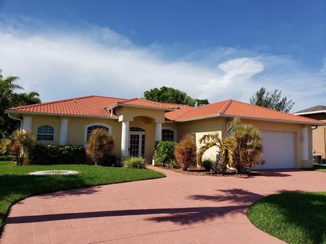Sensational Vacation Rentals Quality Home Service Vacation Homes In Home Interior And Landscaping Spoatsignezvosmurscom