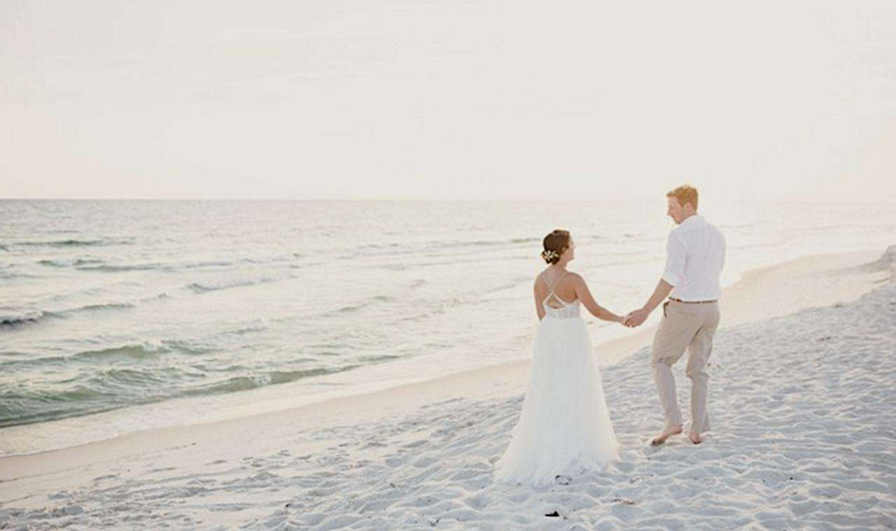 Wedding behind home on beach