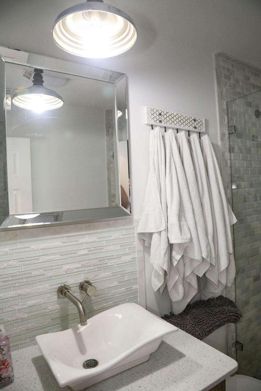 Full bath for bedroom # 8