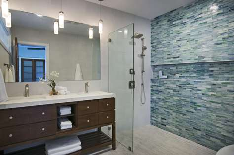 Downstairs Apartment Master Bath