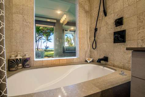Large soaking tub, with a view of the beach if you want.