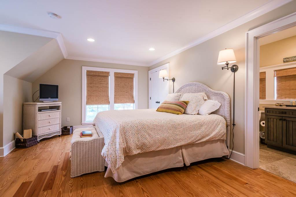 Carriage House with King Bed, Kitchenette and Private Bath