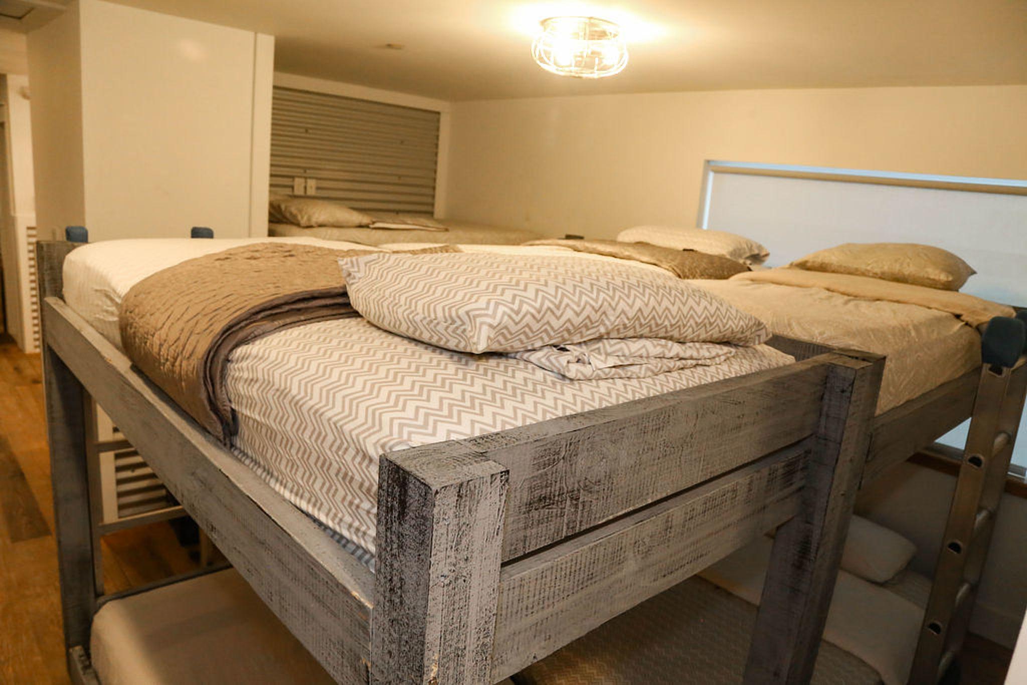 upstairs bunk room sleeps 10