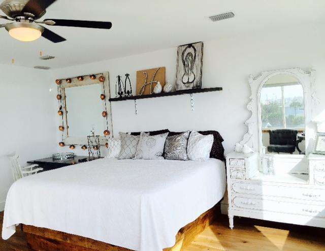 Br # 4  King bridal suite , slipper tub , flat screen