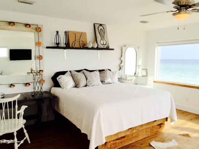 Br # 4 bridal suite/king bed, slipper tub, bath, gulf views