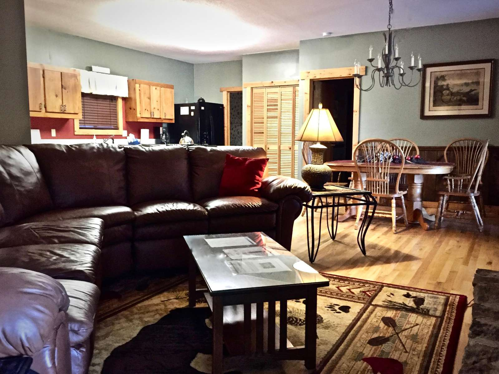 Upgraded in Sept. 2019, and Living Room Furniture Comfortably seats up to 6 Guests