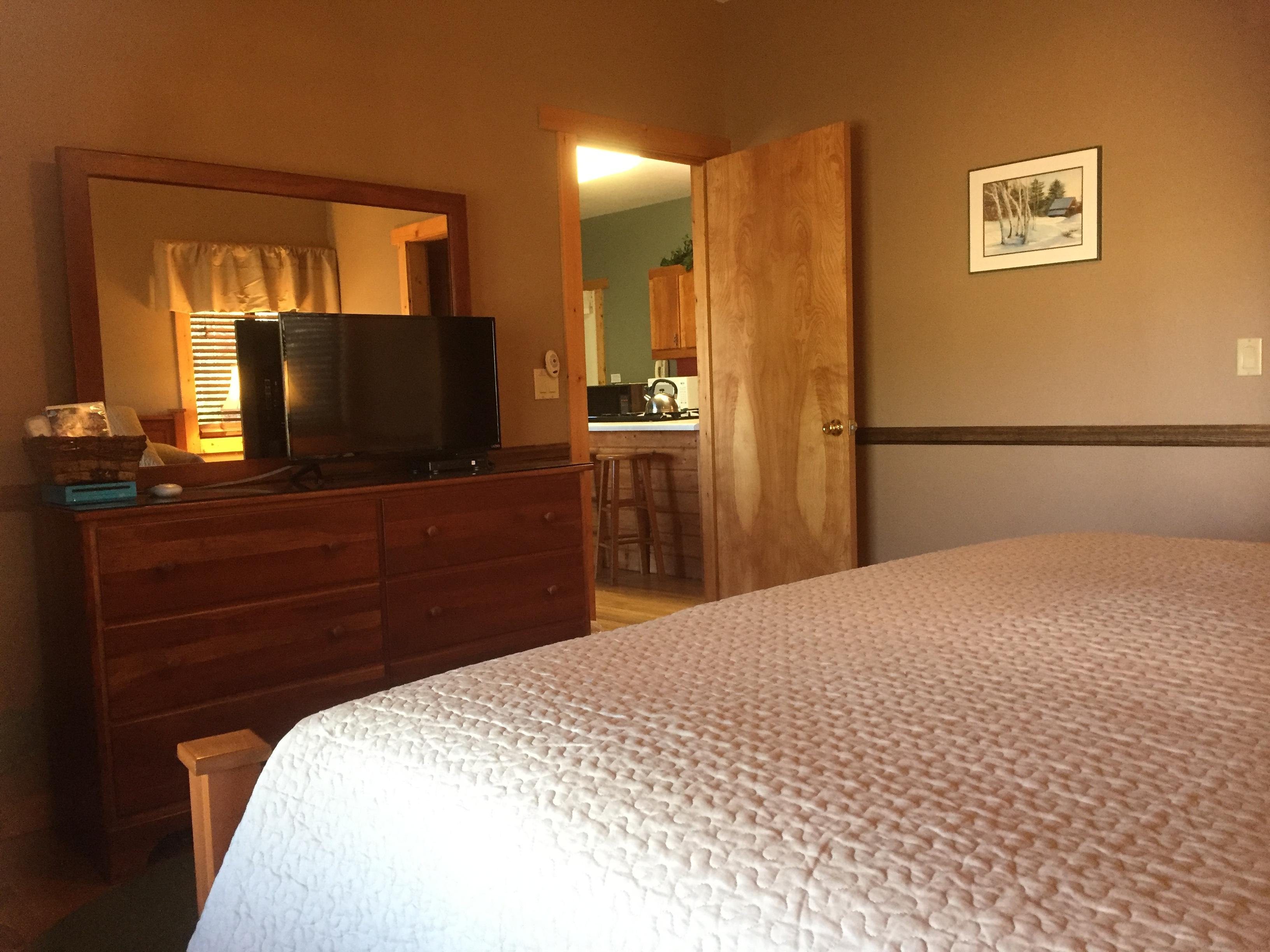 King Suites, are on opposite ends of the cabin, offers so much Privacy. Perfect for Two Couples!