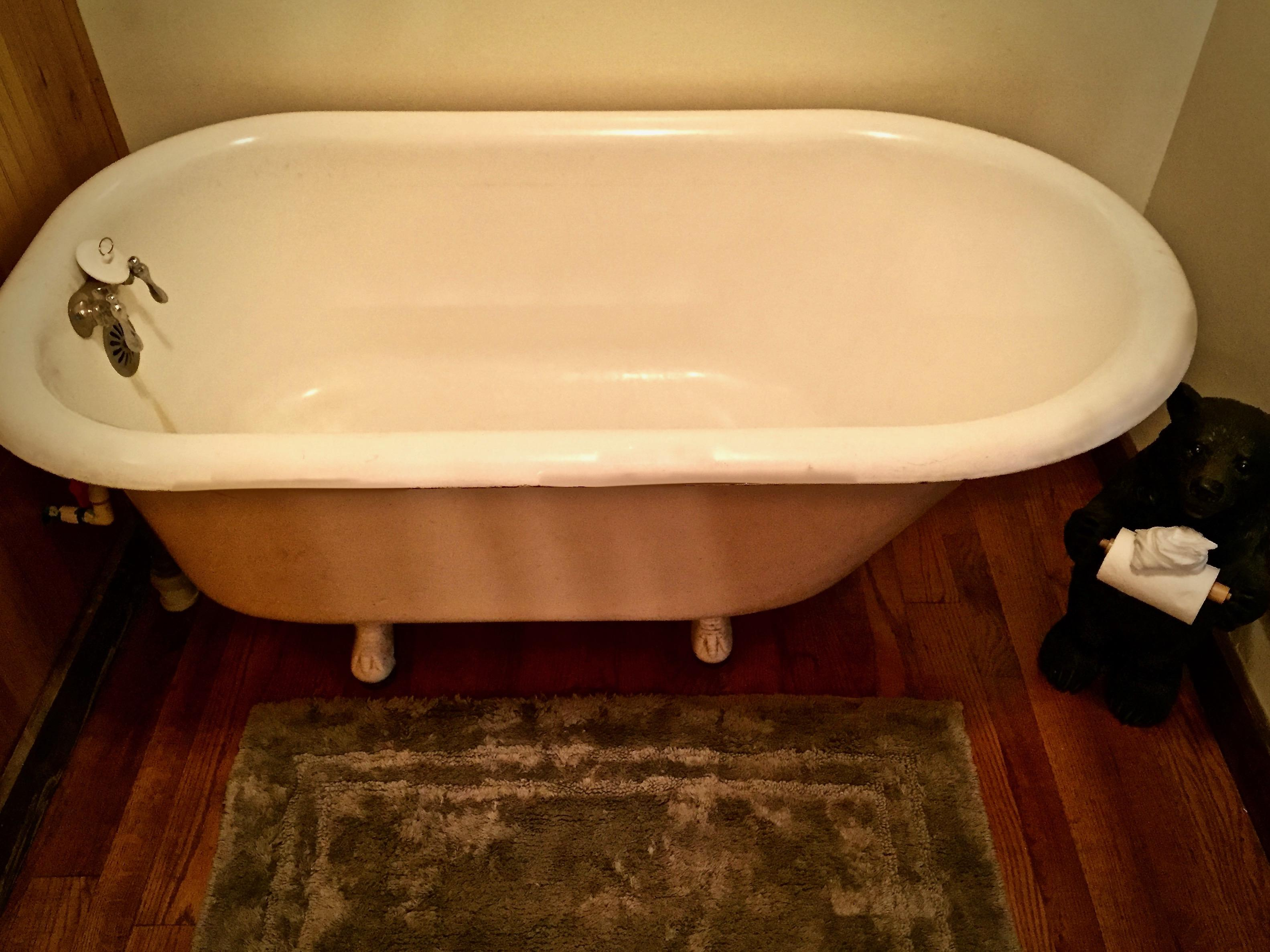 Old Fashioned Clawfoot Soaker Tub