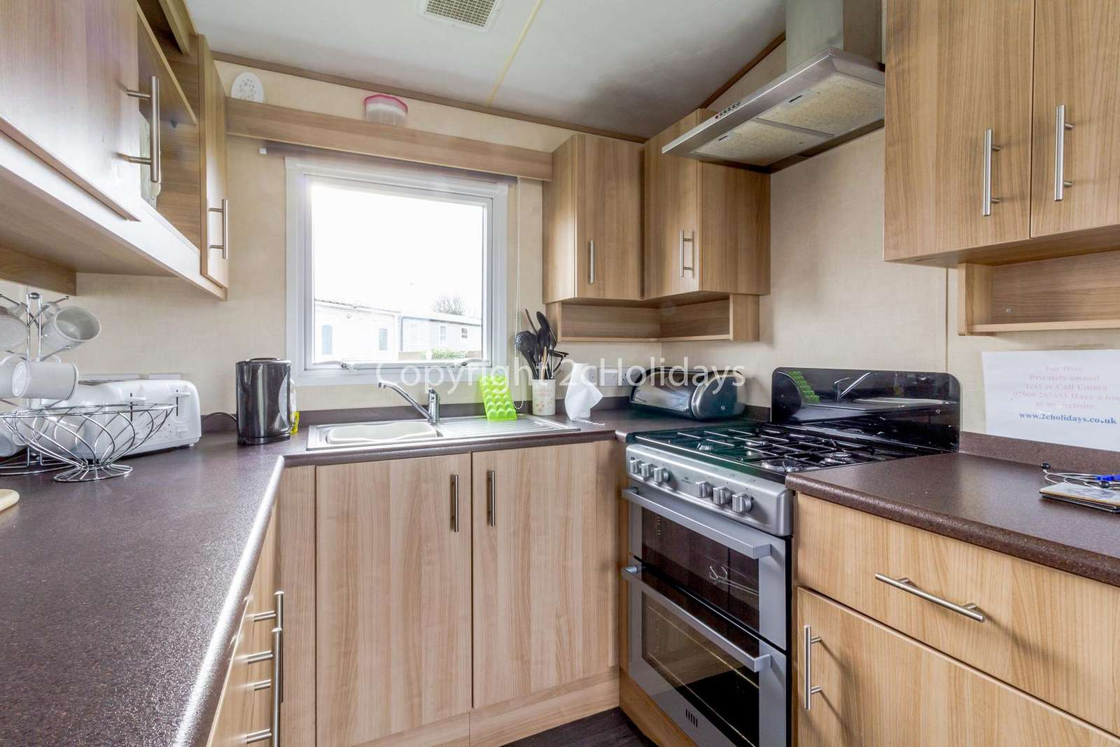 You can find plenty of storage in this kitchen as well as a full size cooker!