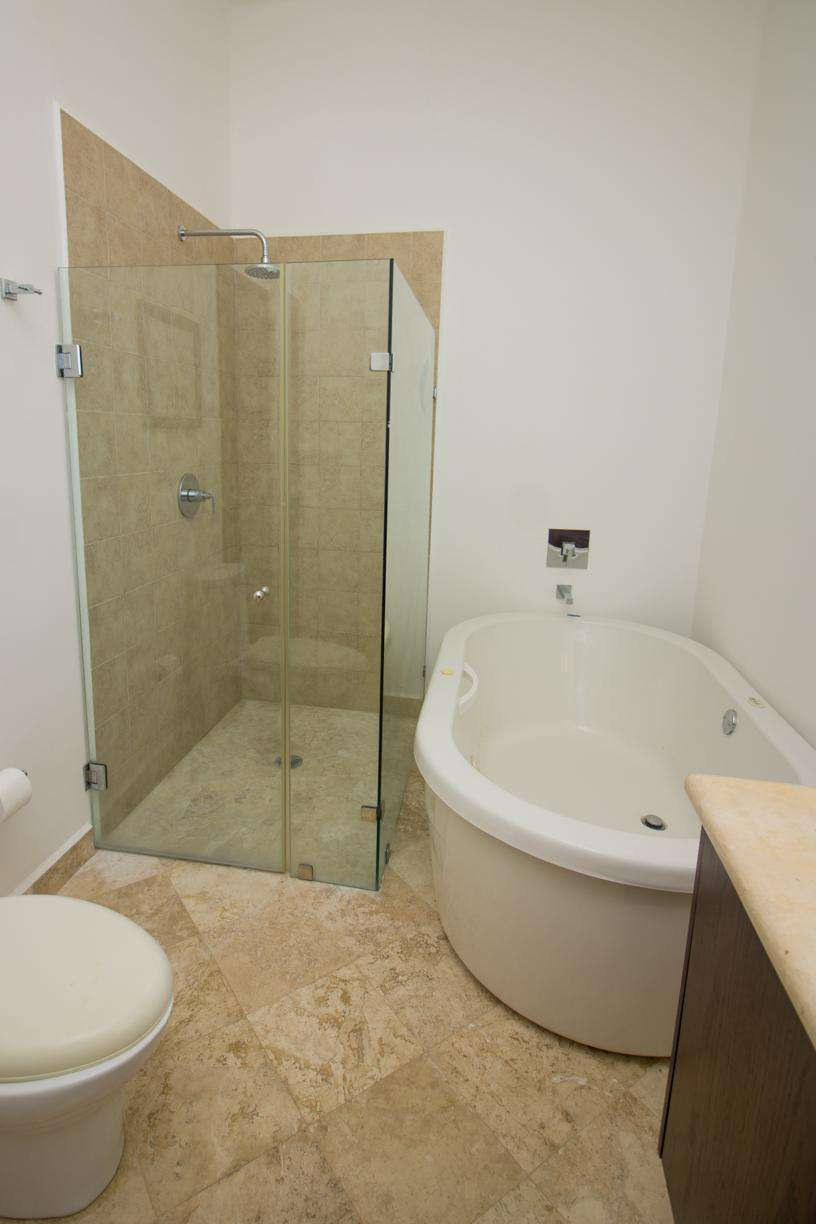 Shower and tub in 2nd master ensuite