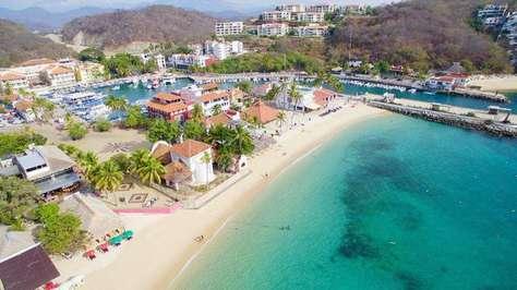 Playa Santa Cruz and Marina