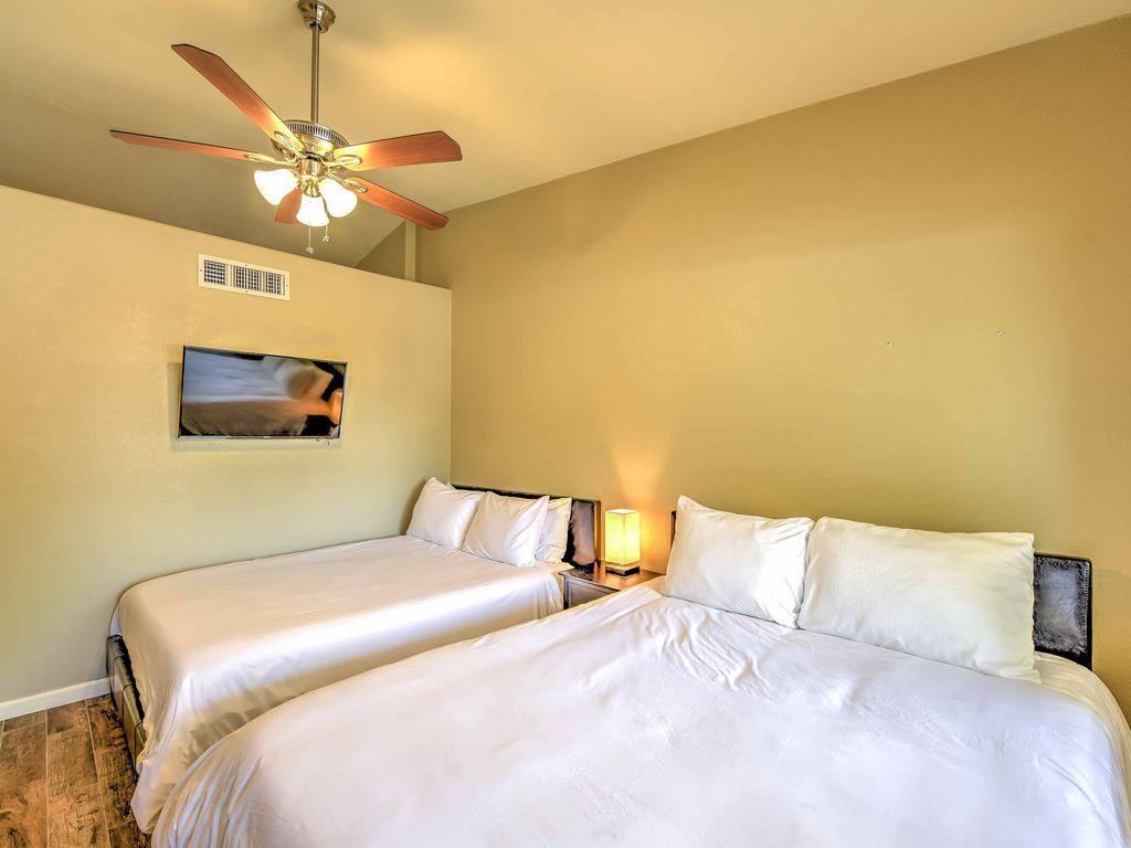 5th Bedroom has 2 Queen Beds-TV